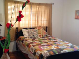 20min drive to SF - Huge Private Room & Bathroom, Oakland