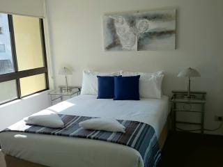 2 Bedrooms 2 Bathrooms Holiday Apartment 011, Surfers Paradise