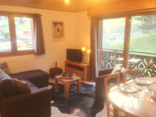 SKI-IN-SKI-OUT Apartment Rhodos - 30m from Lifts, Morzine