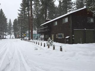 Lakeview Cabin Near Beach Lots of Snow; Hot Tub!, South Lake Tahoe