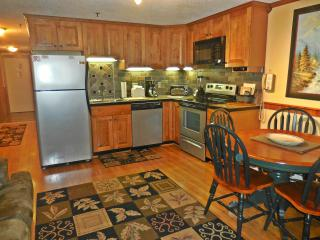 Great Location!  Walk to Village!  EZ Parking!, Snowshoe
