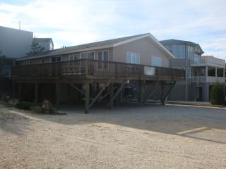 Great Location!: 2nd from Beach in Harvey Cedars