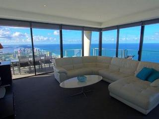 HUGE PENTHOUSE WITH STUNNING OCEAN AND CITY VIEWS, Surfers Paradise