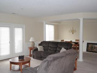 Spacious and Close To Downtown, Indianapolis