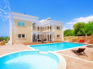 7 Bedroom Villa With Private Pool in Coral Bay, Peyia