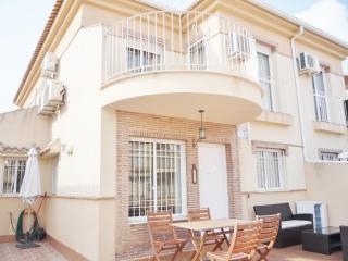 Air conditioned 3 Bedroom House with communal pool, Villamartin