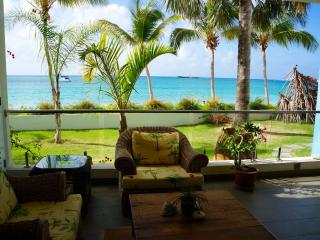 Luxurious Apartment; Private Access to the Beach, Simpson Bay