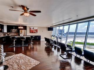 Luxe 3BR Fort Worth Condo w/ Fantastic Complex Amenities & Unbeatable NASCAR Track Views - Prime Location Directly Above Texas Motor Speedway! Minutes from Restaurants, Shopping & Much More, Justin