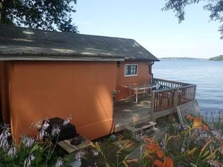 Waterfrornt cottage on Rice Lake, Gores Landing