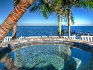 Updated waterfront home directly on Tampa Bay, St. Petersburg