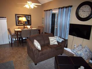 Newly Remodeled 4 Bedroom 4 Bath Kid Friendly, Branson