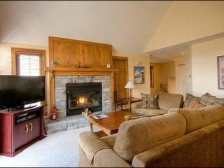 Private Balcony with Patio Set and Summer BBQ - Perfect for a Multi Family Retreat (6107), Mont Tremblant