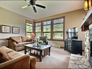 Private Balcony with BBQ Grill - Wood Burning Fireplace (6176), Mont Tremblant
