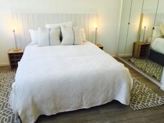 Sea Point - renovated studio apartment, Cape Town Central