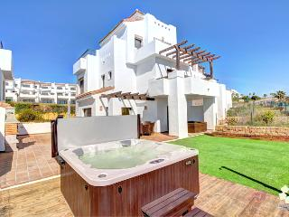 Bright Spacious Townhouse - Walk to Beach and Golf, Sotogrande