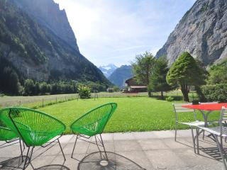Waterfall Chalet.  Private.  Amazing Views., Lauterbrunnen