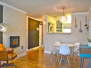Modern, Newly Renovated 1br Apt King bed, Portland