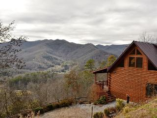 Cloud 10 Mountaintop Guesthouse – Location, Location, Location! You come here for the View! Well here you go! This Solid Log 4 bedroom Retreat has it all... From Wi-Fi to the most Breathtaking Long Range Views you will find anywhere!, Dillsboro