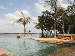The Aquarius- Your very own private oasis, Fort Myers