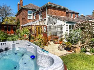 Green Bank with Hot Tub, Cowes