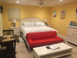 JUST RENOVATED!  Large studio, pool, walk to beach, Lauderdale by the Sea