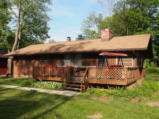 Comfortable 3 Bedroom With Lake Access, Convenient, Chippewa Lake