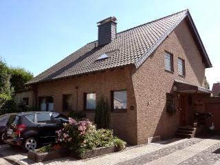 Vacation House in Meerbusch - 915 sqft, central, active, comfortable, free using of WiFi (# 9268)