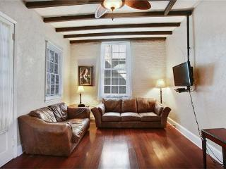 Beautiful and Quiet French Quarter Condo, New Orleans