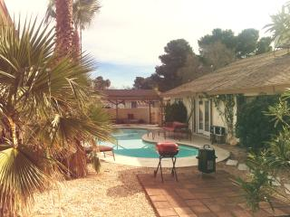3 Miles From Strip, Private Pool, Family Friendly!, Las Vegas