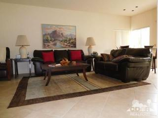 Spacious 2BD, 2BA Luxury Desert Golf/Pool Resort!, Cathedral City