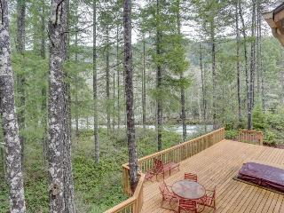 Riverfront, pet-friendly home with a private hot tub!, Welches