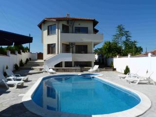 Villa 'Topola Bey View' only 3 min from the Beach.