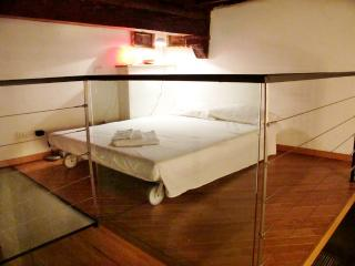 Loft area, with a very comfortable queen size futon Matress (160 cm wide).