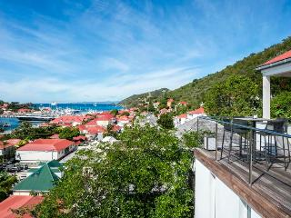 3 Bedoom Located in the Centre of Gustavia, walking distance to the beach!
