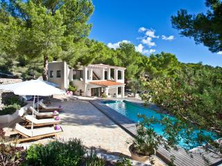 REF313 Es Cavalet Villa short walk to the beach, Sant Josep de Sa Talaia