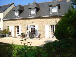 2 Bedroom Gite /sleep 6 / Heated Swimming Pool, Langonnet