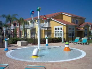 3/2 Bed at Lake Berkely with priv pool, Kissimmee