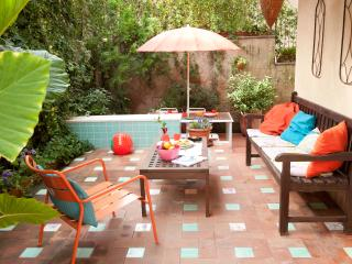 Garden, the lounge area - so enjoyable with our weather!
