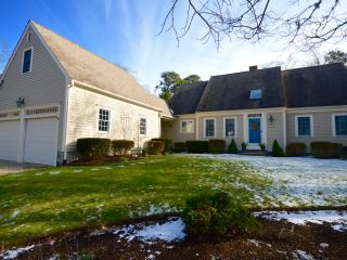 Large New 4 Bedroom with beach parking pass, Orleans