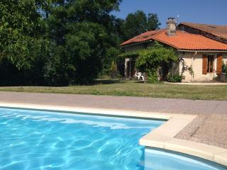 Restored Charentaise cottage and barn extension, Juignac