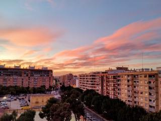 7th floor apartment with balcony and city views., Valencia