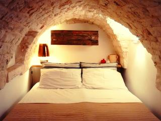 Cozy Stone House 2 floors with rooftop and Wi-fi, Ostuni