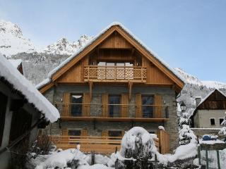 Beautifull Chalet in a calme charming village, Vaujany