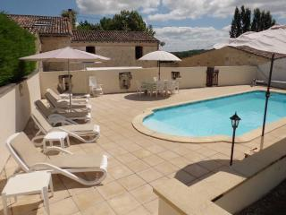 Stone built barn with Private Pool, Montazeau