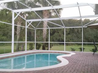4 BR 3BA Home with large pool area, Kissimmee