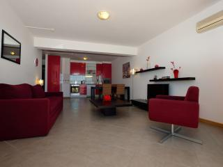 Ruby Red Apartment with Balcony and Ocean View, Praia da Rocha