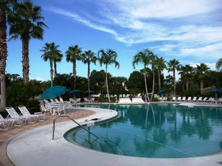 PGA Village Resort Condo on Golf Course with HDTV, Port Saint Lucie