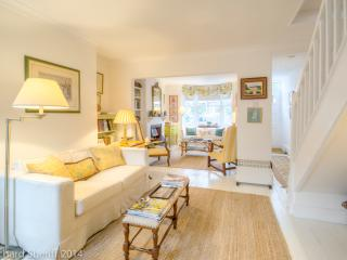 Fabulous holiday cottage with private parking, Arundel
