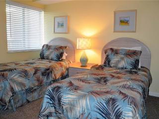 Emerald Cove 3 Bedroom Oceanfront Condo with a Jacuzzi, Myrtle Beach