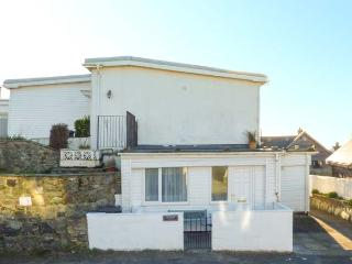 APARTMENT 2, romantic, with a garden in Rhosneigr, Ref 4091